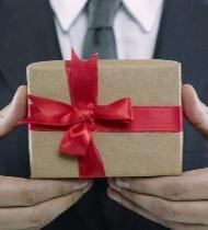 Символические подарки коллегам