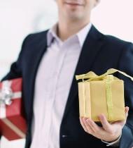 прикольные подарки коллегам