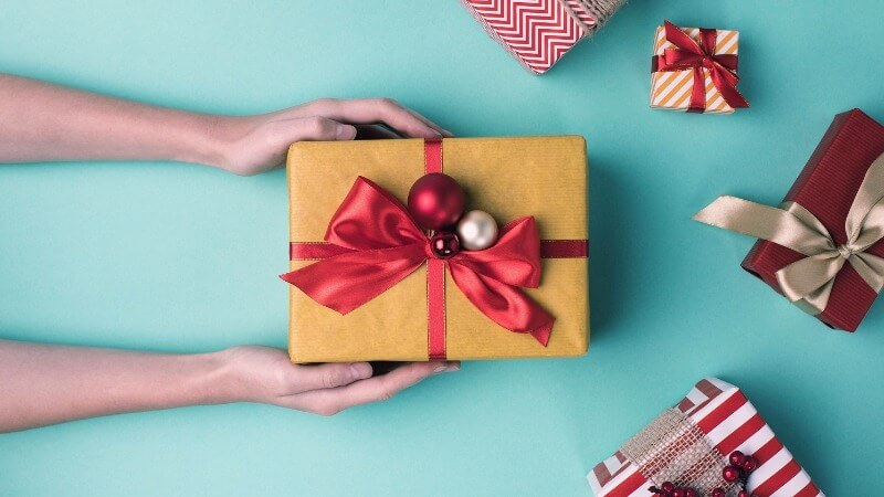 Что подарить однокласснику на Новый год