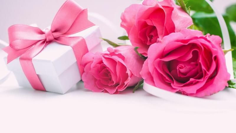 Что подарить подруге на День матери