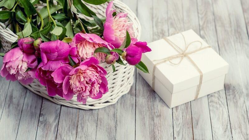 Что подарить свекрови на День матери
