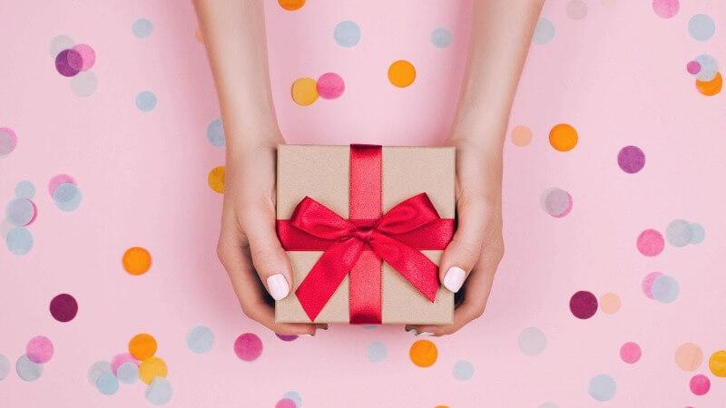 Что подарить бабушке на День матери