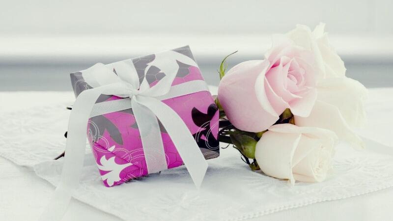 Что подарить дочери на День матери