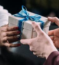 Что подарить парню на день ВДВ