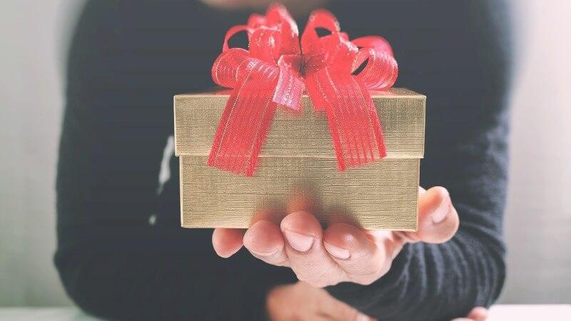 Что подарить другу на день ВДВ
