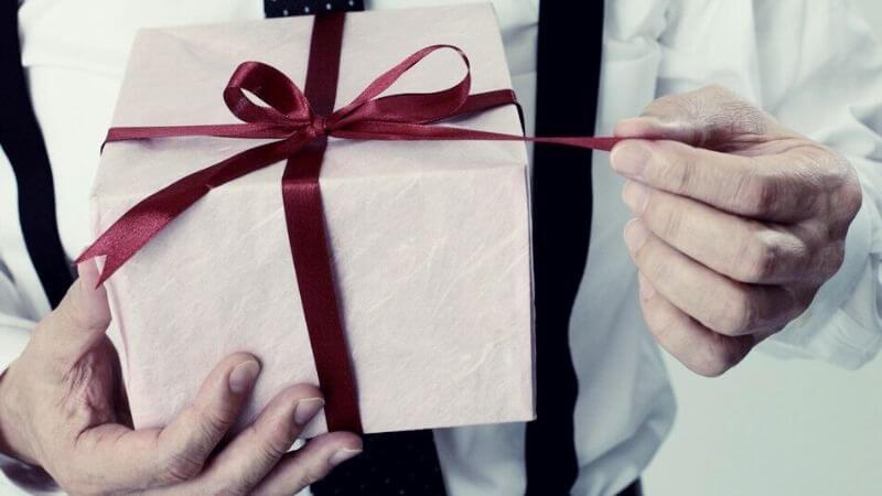 Что подарить свекру на день ВДВ