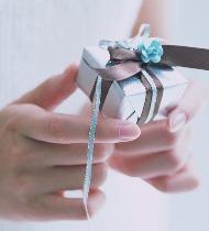 Что подарить женщине на память