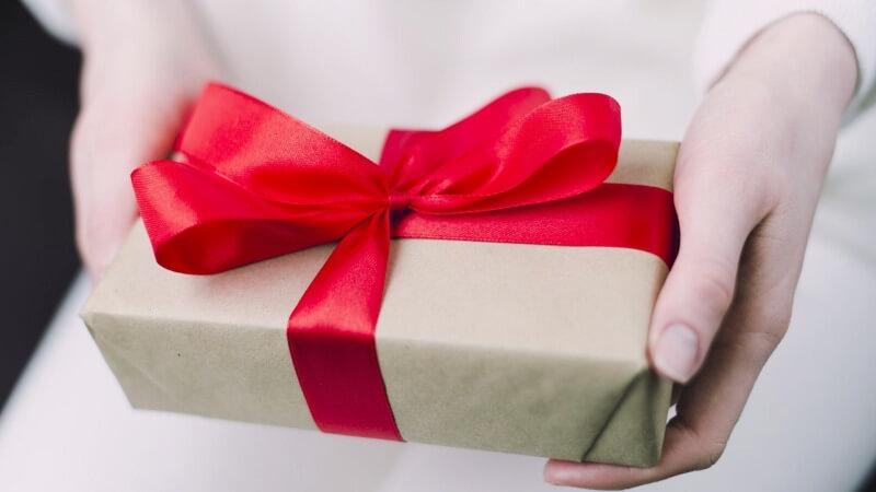 Что подарить подруге на 8 марта
